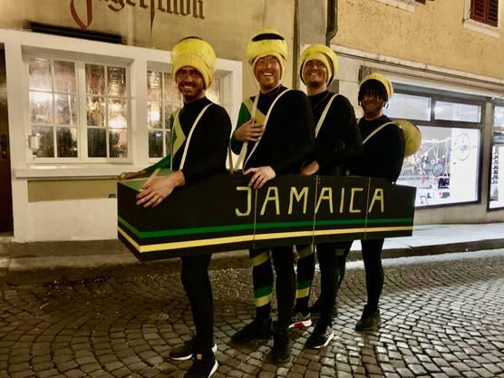 Diese Bobfahrer aus Jamaica verfügten nicht gerade über viel persönliche Freiheit an der Solothurner Fasnacht.