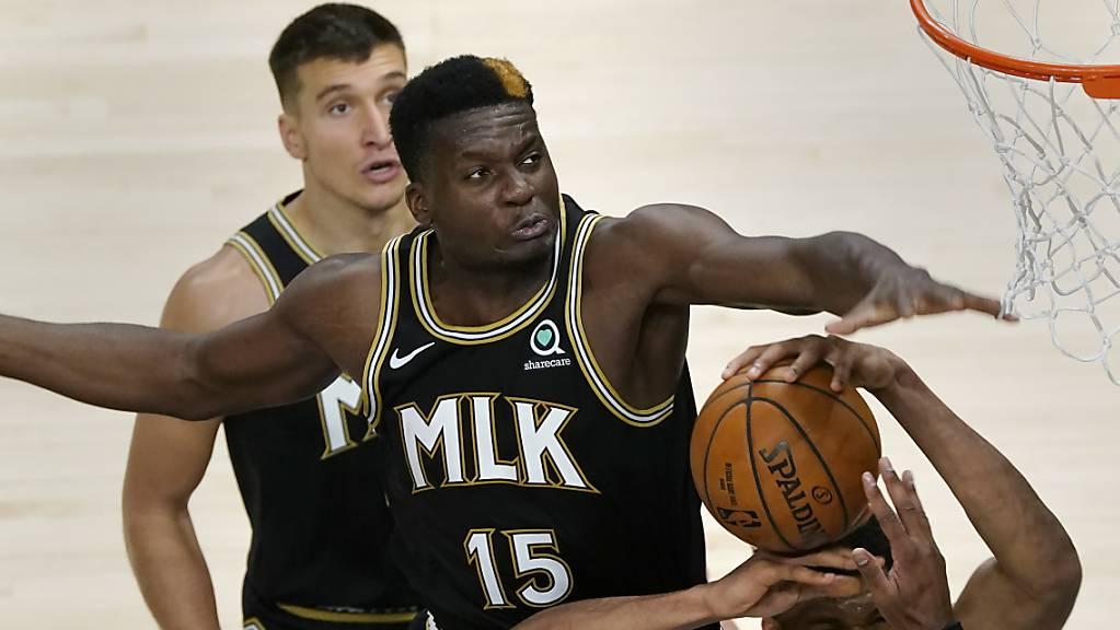 Manche NBA-Profis wirken neben Clint Capela (Nummer 15) zwergenhaft