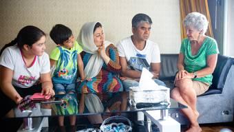 Sibylle Diem mit Rahmodin und Nassrin Tajik und deren jüngstem Sohn Erfan (v.r.)