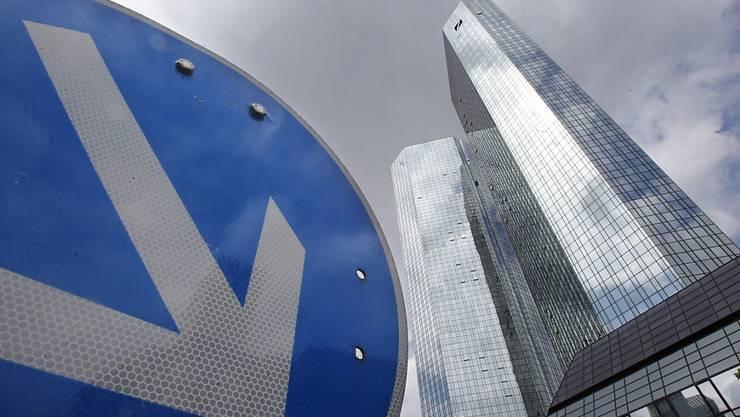 Der Konzernumbau soll die Deutsche Bank wieder zu alter Stärke führen (Archiv).