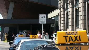 Wie viel Deutsch? Wie viel Musik? Der Gemeinderat debattierte über die Taxiverordnung. (Elisabeth Rizzi/Archiv)