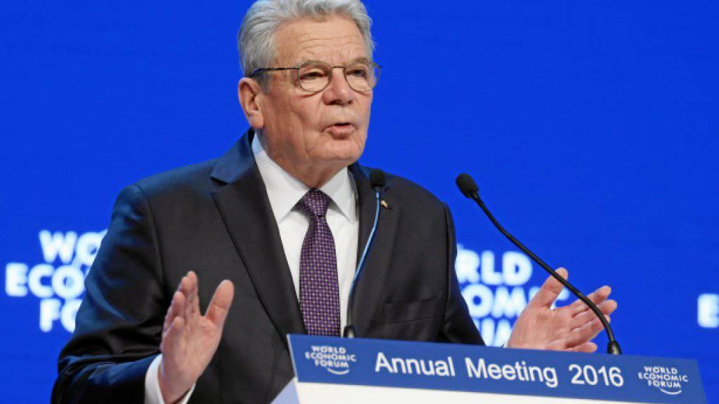 Der deutsche Bundespräsident Joachim Gauck appellierte am Eröffnungstag des Weltwirtschaftsforums (WEF) in Davos GR an die europäische Solidarität in der Flüchtlingskrise.