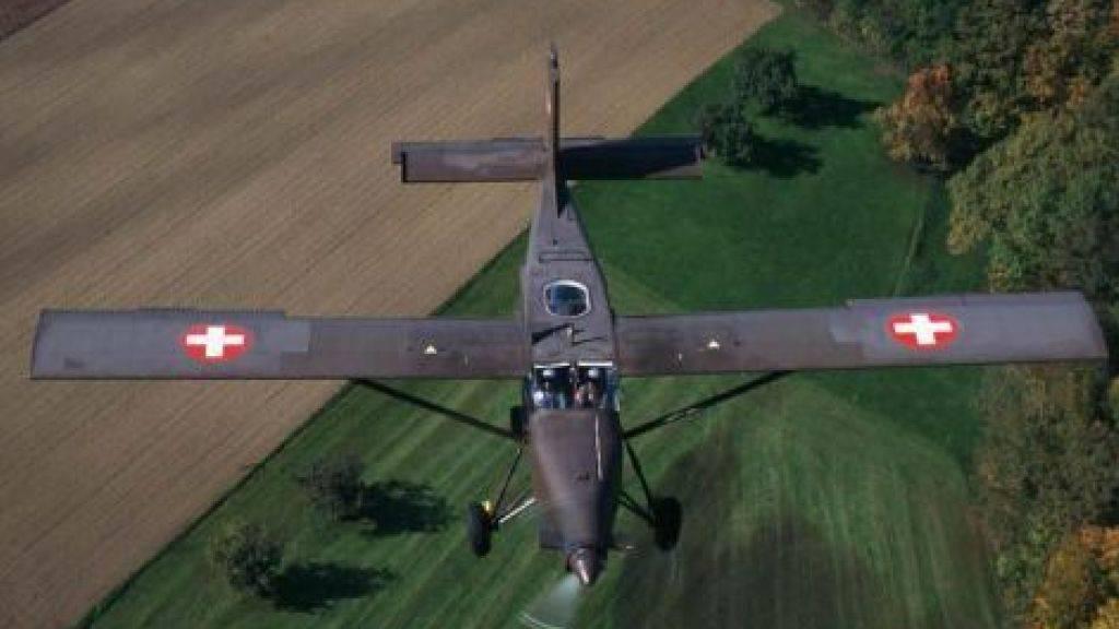 Bei einem Trainingsflug der Schweizer Luftwaffe mit einem Pilatus Porter PC-6 haben sich am Donnerstag plötzlich alle elektronischen Displays komplett verdunkelt. Die Besatzung brachte die Maschine sicher auf den Flugplatz Dübendorf zurück.