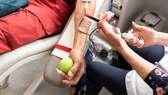 Trotz des Corona-Virus sind Blutspenden weiterhin möglich (Symbolbild).