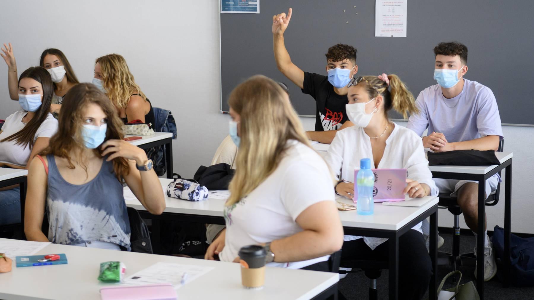 Auch in vielen Schulen gilt mittlerweile eine Maskenpflicht wegen dem Coronavirus.