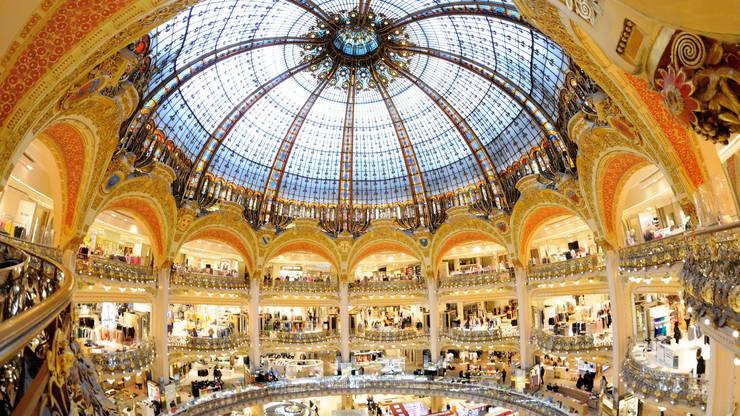 Blick ins Innere des luxuriösen Pariser Warenhauses Galeries Lafayette.