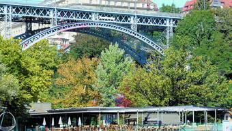 Kirchenfeldbrücke Hier werden bis spätestens Ende 2011 Sicherungsnetze angebracht. Sie sollen Sprünge in den Tod verhindern. uz
