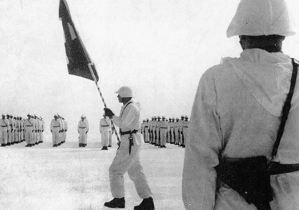 Am 25. Februar 1963 fand eine Fahnenübergabe auf dem Eis vor Thalwil statt - organisiert von Gemeindepolizist Paul Stoffel.