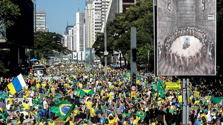 Zehntausende Menschen gingen am Sonntag auch in São Paulo auf die Strasse, um den Präsidenten Jair Bolsonaro zu stützen. Dieser war zuletzt in Bedrängnis geraten.