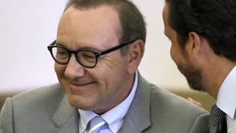 Die Anklage wegen Vorwürfen sexueller Nötigung gegen den US-Schauspieler Kevin Spacey (59) ist verworfen worden. (Archivbild)