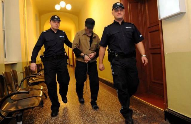 Fabrice A, der Mörder der Genfer Sozialtherapeutin Adeline, auf dem Weg ins polnische Gericht