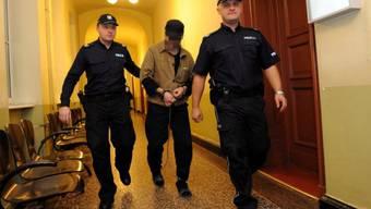 Kopie von Fabrice A, der Mörder der Genfer Sozialtherapeutin Adeline, auf dem Weg ins polnische Gericht