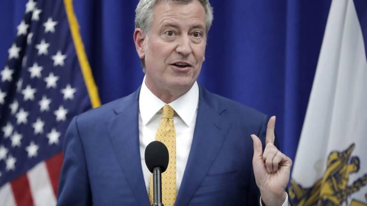 New Yorks Bürgermeister De Blasio sieht in der kontrollierten Heroinabgabe einen möglichen Weg, um dem zunehmenden Missbrauch von Opioiden Herr zu werden.
