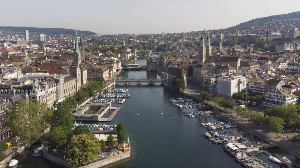 Vom Ausbleiben ausländischer Gäste hart getroffen sind in der Schweiz insbesondere Hotels in den Städten, wo Geschäftsreisende, Kongressteilnehmer oder ausländische Touristen oft die wichtigsten Kunden sind. (Symbolbild)