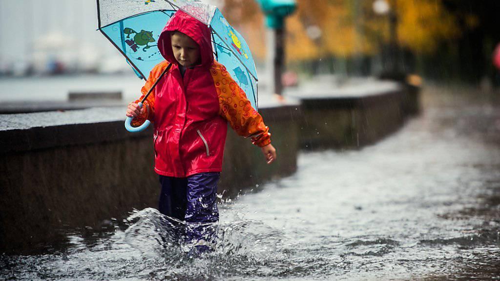 Heftiger Regen führte im November 2014 in Locarno zu überfluteten Strassen (Archiv).