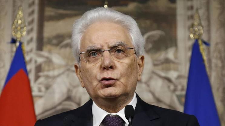 Italiens Präsident Sergio Mattarella versucht am heutigen Montag einen Weg aus der Regierungskrise zu finden und bestellte den Wirtschaftsexperten Carlo Cottarelli zu Gesprächen ein.