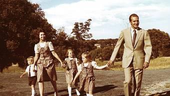 Die spanische Königsfamilie im Jahr 1975. Damals gehörten die Töchter Elena und Cristina noch dazu (Archiv)