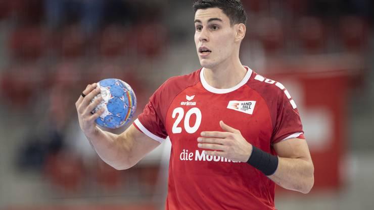Die Schweizer Handball-Nati muss an der WM vorerst auf Luka Maros verzichten. Grund: Er wurde kurz vor der Abreise nach Ägypten positiv auf das Coronavirus getestet.