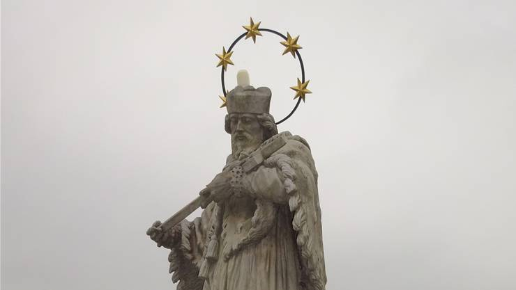 Die im Laufe der Zeit entstandenen Schäden an der Nepomuk-Figur auf der alten Rheinbrücke in Laufenburg müssen behoben werden.
