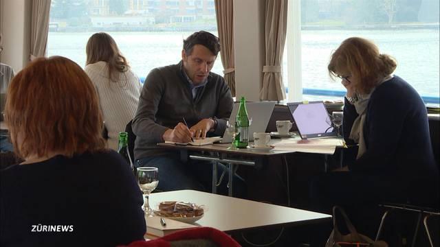 Erstes Büroschiff sticht in Zürichsee