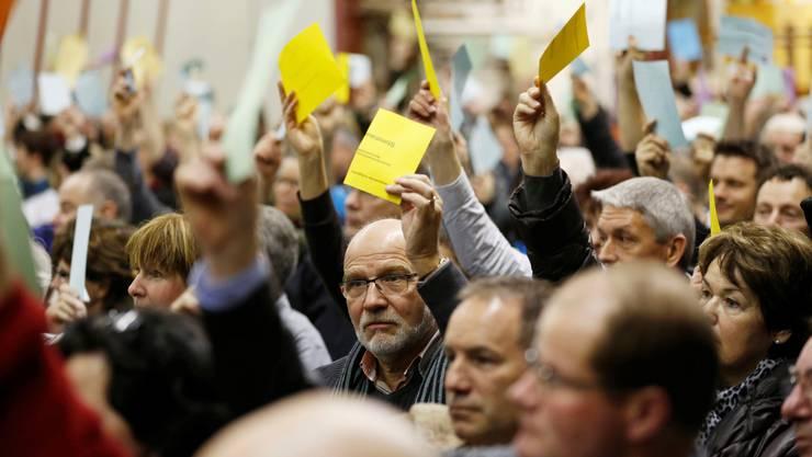 An den Gemeindeversammlungen muss einzeln über Einbürgerungsgesuche abgestimmt werden, die meist unbestritten sind