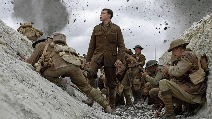 Noch sind sie im Schützengraben, ab jetzt laufen sie um ihr Leben: Schofield (George MacKay; Mitte) und Blake bilden ein Himmelfahrtskommando.