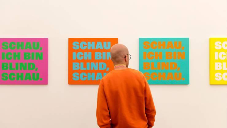 Konzeptkünstler Rémy Zaugg erhält im Kunstmuseum Basel einen grossen Auftritt und das Museum dafür 24 Bilder des Schriftbild-Künstlers.