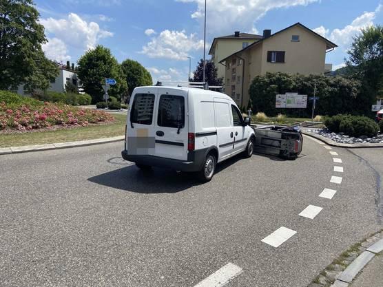 Durch die Kollision kippte das Elektromobil.