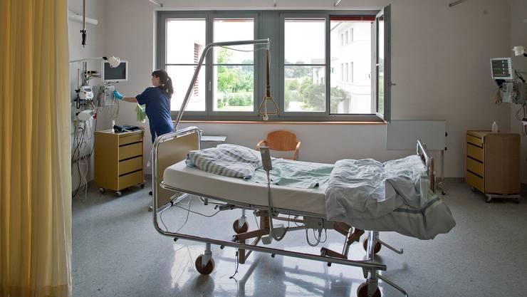 Der Zeitpunkt des Lockdowns ist gemäss den Berner Forschern entscheidend für Hospitalisations- und Todeszahlen.