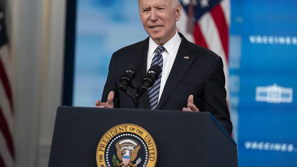 Joe Biden, Präsident der USA, hält eine Rede über Corona-Impfungen im South Court Auditorium im Weißen Haus. Foto: Evan Vucci/AP/dpa