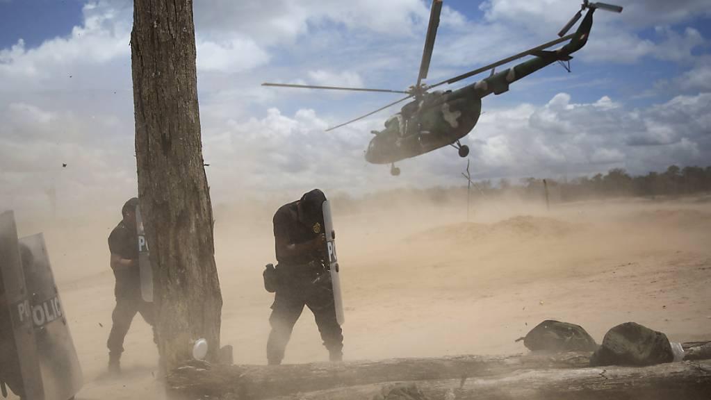 Beim Absturz eines Helikopters in Peru kamen mehrere Soldaten ums Leben. (Archivbild)