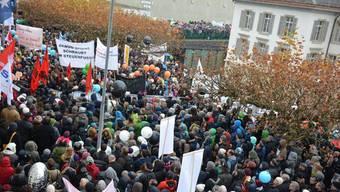 Die Kundgebung aus Sicht des Grossratsgebäudes. Fotografiert von Thomas Leitch, SP-Grossrat und Präsident der Bildungskommission