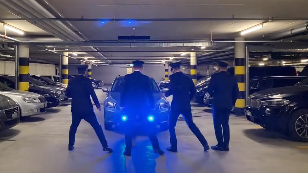 Die Zuger Polizei tanzt live an den SMA