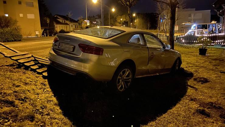 Der Audi des 20-Jährigen im Garten.