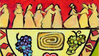 Die slowenische Künstlerin Rezka Arnuš hat zum Weltgebetstag ein Bild gestaltet, in dem sie ihr Land zusammen mit der biblischen Geschichte darstellt: tanzende slowenische Frauen in ihren Nationaltrachten, Menschen mit verschiedenen Behinderungen und dazwischen, im Zentrum, der reich gedeckte Tisch mit Spezialitäten des Landes.
