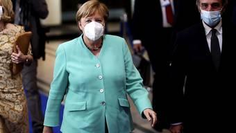 Bundeskanzlerin Angela Merkel und David Sassoli (r), Präsident des Europäischen Parlaments, in Brüssel. Foto: Francisco Seco/AP/dpa