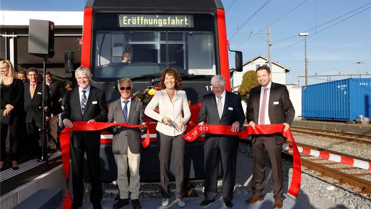 18. Oktober 2012: Bei der Eröffnung wird die Zusammenarbeit Bern–Solothurn demonstriert: Ulrich Steinmann (asm), Regierungsrat Walter Straumann, Regierungsrätin Barbara Egger, Robert Sutter und Fredy Miller (beide asm, v.l.).