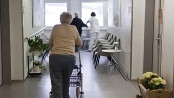 Die Regeln beschränken sich auf Vorgaben zur Bewohnersicherheit. Damit seien insbesondere die Hindernisfreiheit in Pflegeeinrichtungen und die Anforderungen an die Hygiene gemeint.