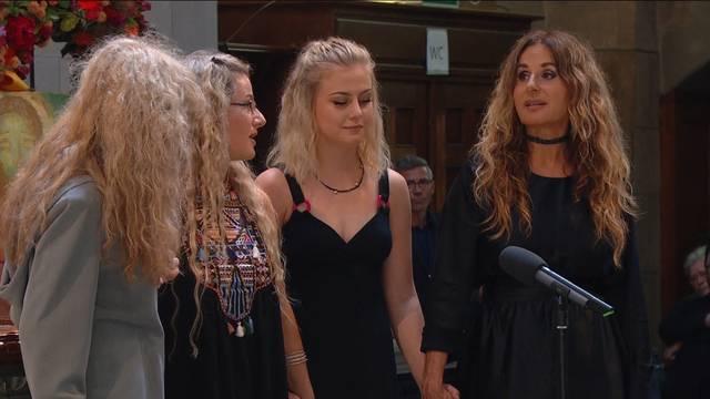 Sonja Sieber und Töchter singen für Ernst