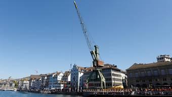 Am Montag beginnt der Abbau des Hafenkrans, der neun Monate dort gestanden hat.