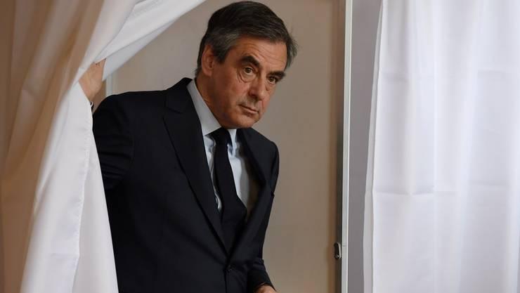 Gegen den früheren Präsidentschaftskandidaten François Fillon hat die Justiz wegen Scheinbeschäftigung ein Verfahren eingeleitet.