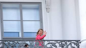 Die langen Verhandlungen zum Atomstreit mit dem Iran gehen zu Ende: EU-Aussenbeauftrage Federica Mogherini winkt vom Balkan des Palais Coburg, wo die Verhandlungspartner sich beraten.