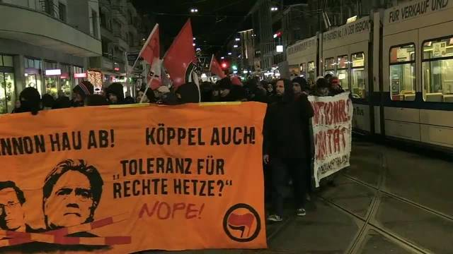 Demonstration gegen Steve Bannon