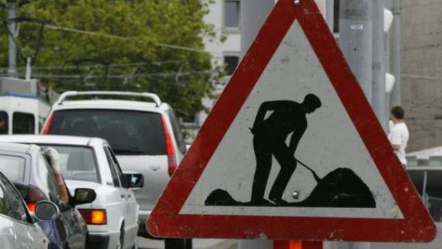 Die Entfelderstrasse wird in den nächsten zwei Wochen für den Verkehr nicht zugänglich sein. (Symbolbild)