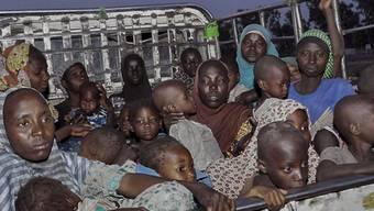 Frauen und Kinder in Nigeria vor Boko Haram in Sicherheit gebracht