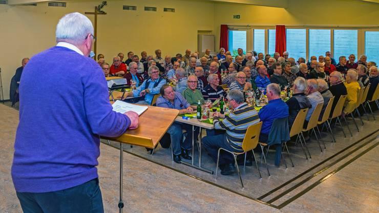 Obmann Samuel Holliger begrüsst die 138 Senioren