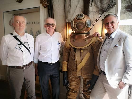 Die neuen Besitzer der «Aarfähre» Christian und Peter Frei mit Europa-Park-Inhaber Roland Mack (v. l.) und dem ehemaligen «Käpten Jo»-Taucher.