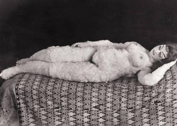 Ein historisches Bild der «Alma-Puppe». In der Ausstellung sitzt eine Neuanfertigung als Blickfang.