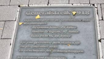 Gedenktafel am Zytplatz für die Opfer des Landesstreiks.