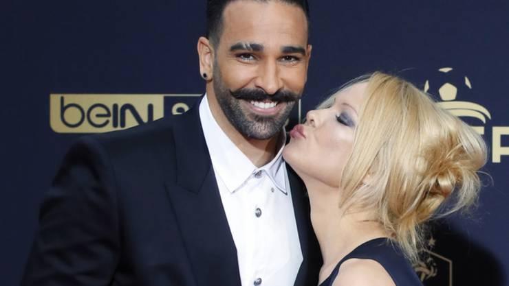 Ihr Ex soll ein Liebesschuft sein: US-Schauspielerin Pamela Anderson hat sich nach zwei Jahren von Fussballer Adil Rami getrennt und will ihre gemeinsame Heimat Frankreich so schnell wie möglich verlassen. (Archivbild)